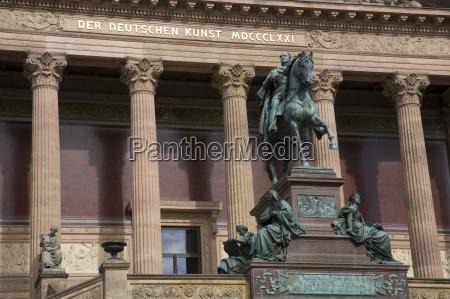 escrever passeio viajar cidade monumento estatua