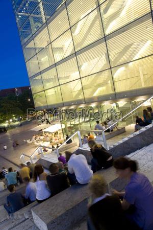 passeio viajar moderno europa noite museu