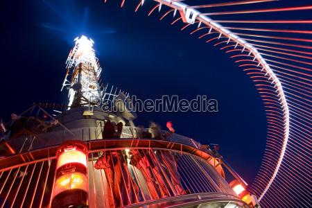 torre passeio viajar cidade ceu noturno