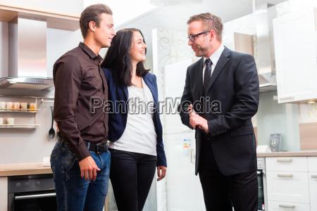 mulher pessoas povo homem entrevista homens