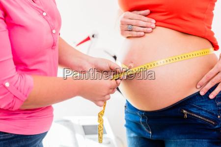 mulher consulta medico medicina medida treinamento