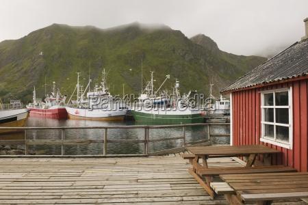 barcos de pesca no porto das