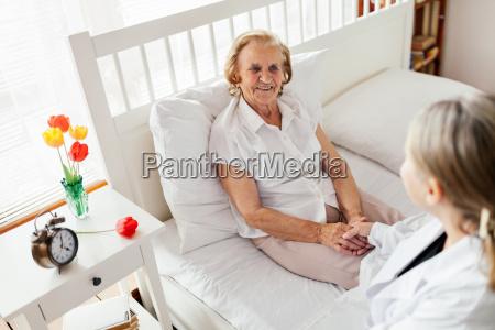 prestacao de cuidados para idosos doutor