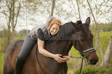 cavalo de equitacao de sorriso da