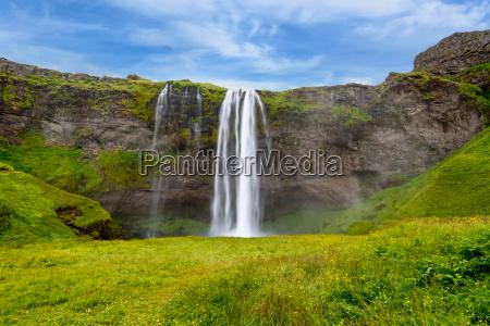 cachoeira seljalandsfoss no verao islandia