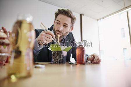 escritorio close up beber bebida estilo