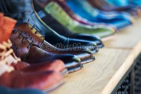 feche acima em sapatas de couro