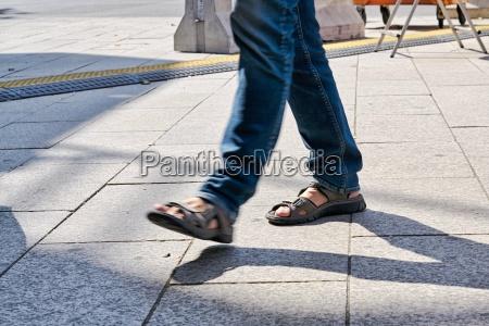 pernas pessoas povo homem movimento em