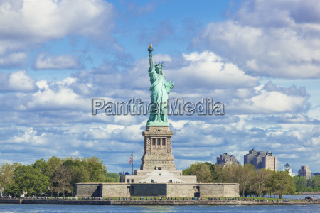 the statue of liberty liberty island