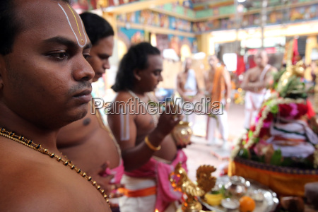 brahmin priests sri vadapathira kaliamman hindu