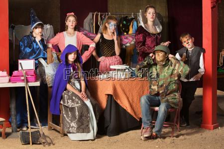 sete estudantes do teatro no quarto
