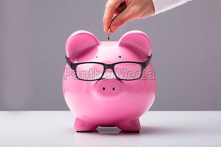 empresário, inserindo, moeda - 23584760