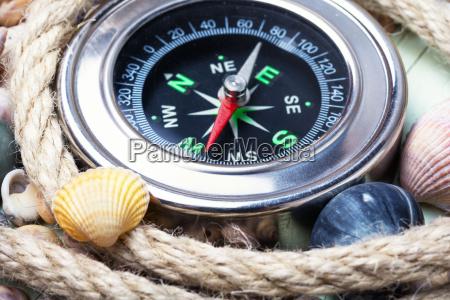 compasso e seashells do mar