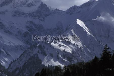 montanhas inverno bavaria escuro no ruim