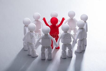 pessoas povo homem liberado isolado acordo