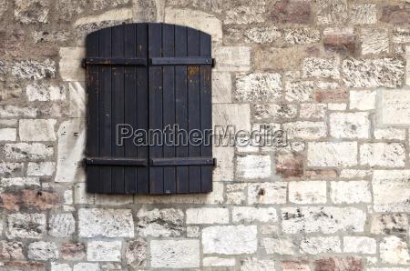 indicador fechado em uma parede do