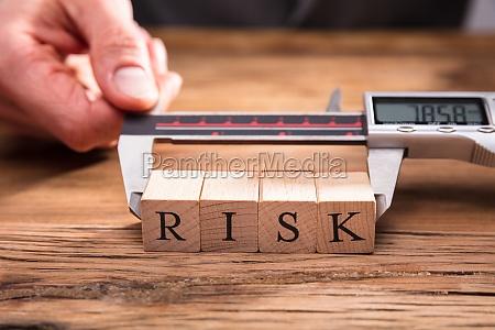 mao risco estrategicamente riscos de madeira