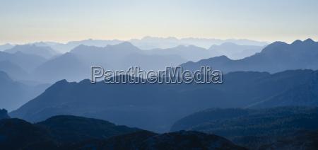 rural montanhas alpes austria neblina distante
