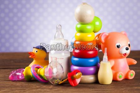 brinquedos de pelucia bebe em fundo