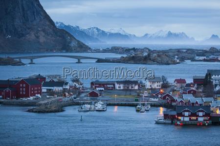 vila de pescadorre no inverno reinefjord