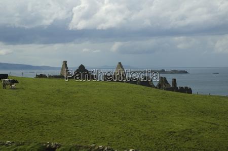 ruins of dunluce castlenordirlanddet forenede kongerige
