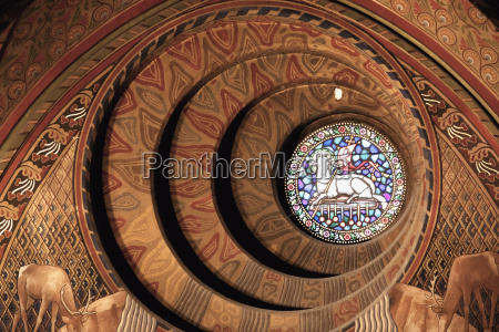 the round window behind the neo