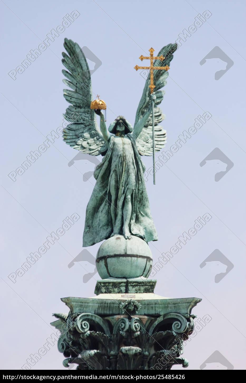 coluna, coberta, com, uma, estátua, do - 25485426
