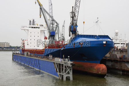 gracechurch crown container ship in the