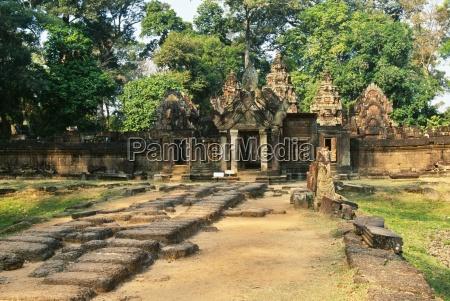 banteay srei temple angkor cambodia