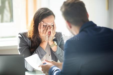 escritorio chefe furioso com raiva diretor