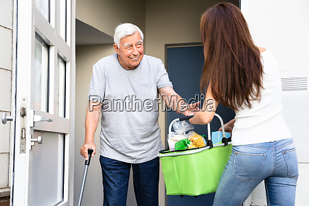 pessoas povo homem compras voluntario ajuda