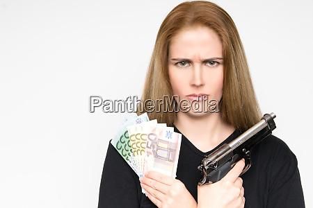 a mulher loura perigosa com face