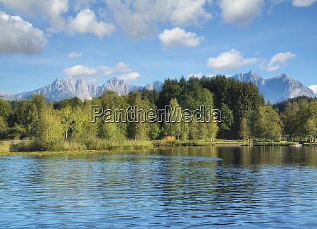 no lago schwarzsee em kitzbuehel tirol