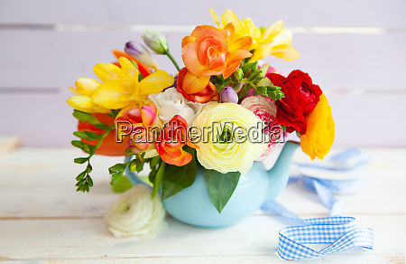 flores alegres brilhantes da mola