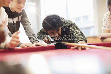 adolescentes que jogam a associacao