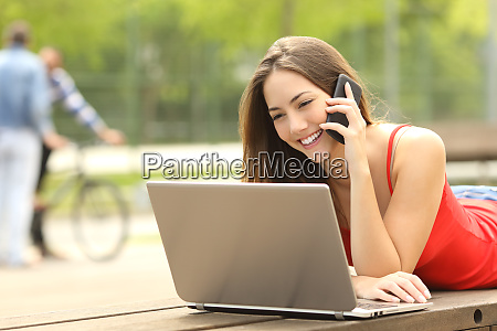 student on line calling customer service