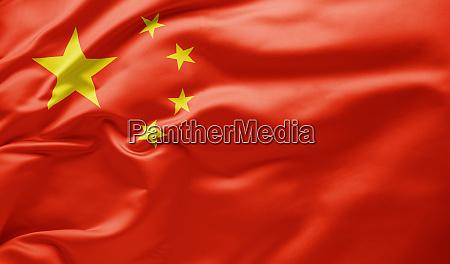 agitando bandeira nacional da china