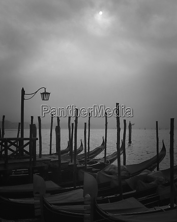 europa italia veneza gondolas atracadas e