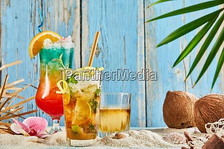 bebidas geladas de verao e coqueteis