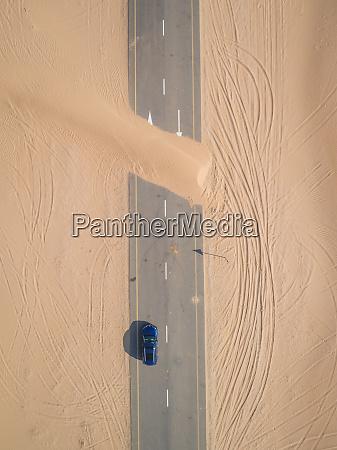 vista aerea da estrada coberta de