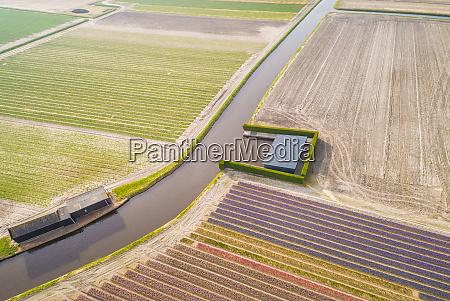 vista aerea do canal entre os