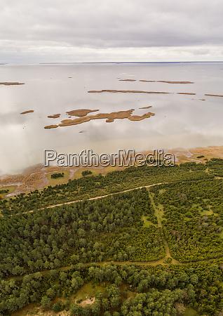 vista aerea do litoral de vormsi