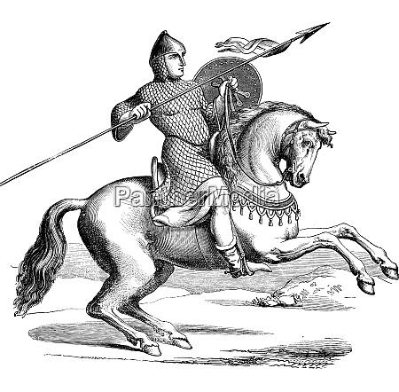 cavaleiro em um cavalo vestindo hauberk