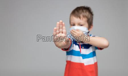criança, usando, uma, máscara, respiratória, como - 28188308