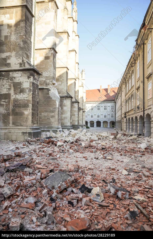 zagreb, atingido, pelo, terremoto, danificou, catedral - 28229189