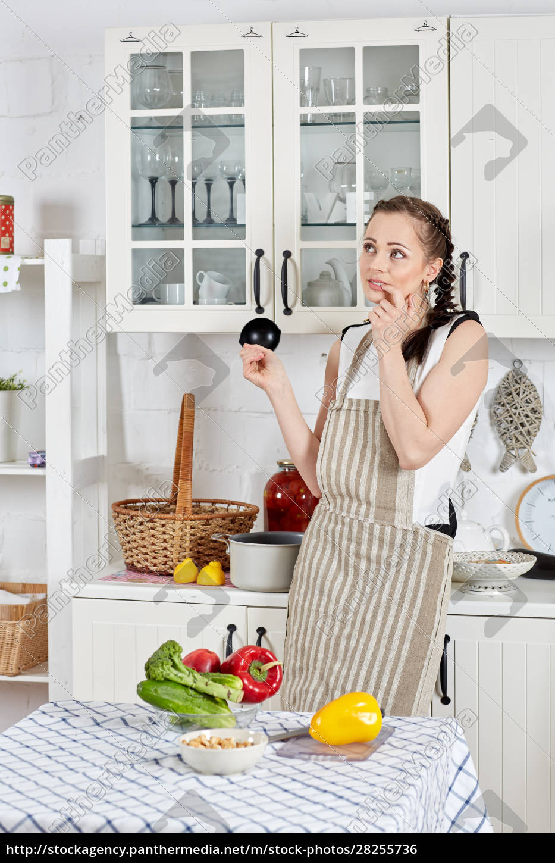 mulher, cozinhando, comida, na, cozinha. - 28255736
