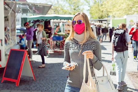 mulher mercado mascara mercado de agricultores
