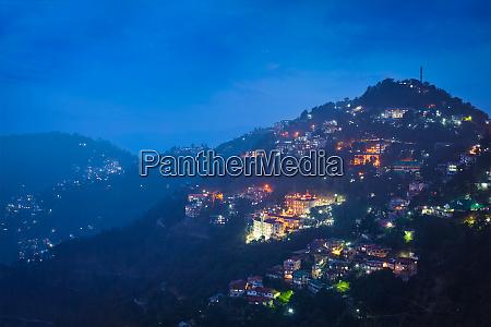 vista, noturna, da, cidade, de, shimla, himachal - 28468288