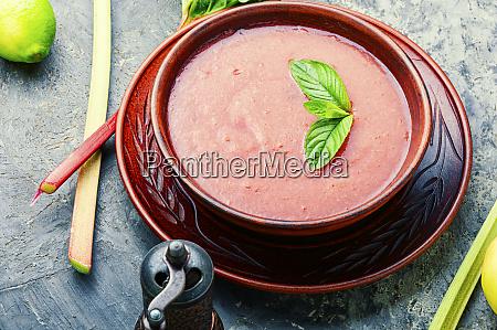 sopa de ruibarbo frio