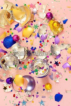 bugigangas de natal coloridas quebradas